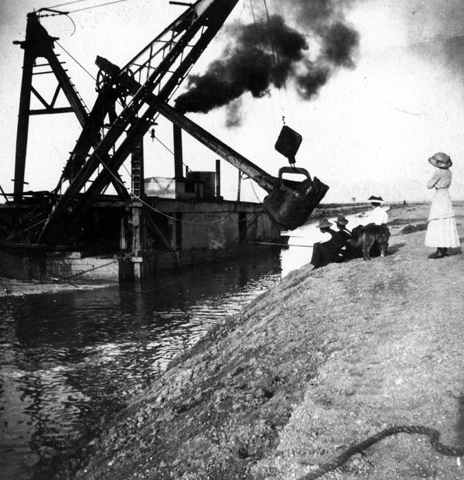 Arizona Canal, early 1900s.
